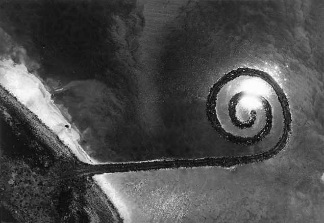 Robert Smithson's Spiral Jetty, 1970. From Troublemakers. Photograph © Gianfranco Gorgoni. Courtesy Getty Research Institute, Los Angeles (2008.R.6).