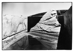 Michael Heizer's Displaced/Replaced Mass, 1969. From Troublemakers. Photograph © Gianfranco Gorgoni. Courtesy Getty Research Institute, Los Angeles (2008.R.6).