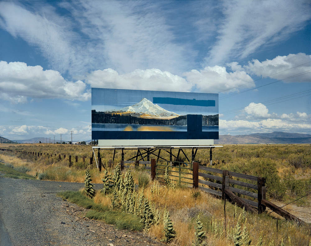 "Stephen Shore, South of Klamath Falls, U.S. 97, Oregon, 21 luglio, 1973. Dalla serie ""Uncommon Places""."